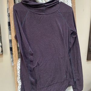 Gap fit breathe pullover with thumb holes
